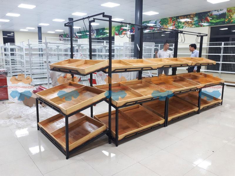 kệ gỗ siêu thị đựng rau củ quả
