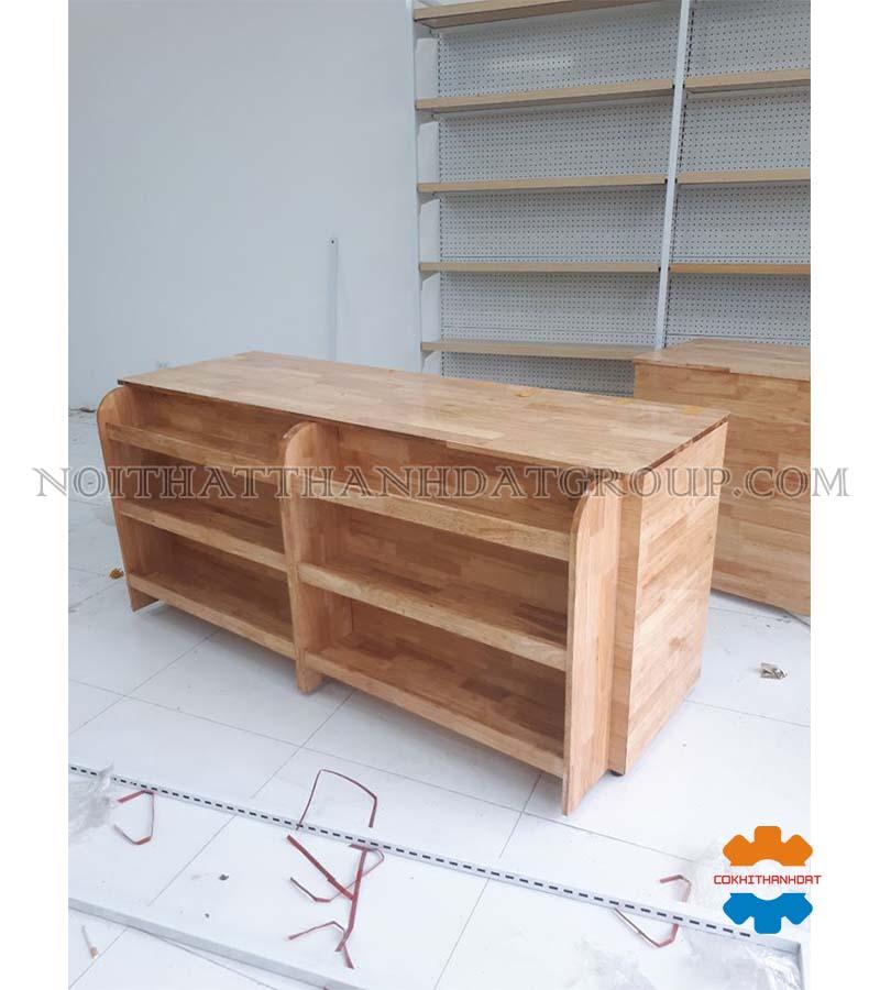 bàn thu ngân siêu thị gỗ cao su